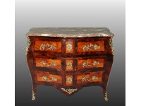 Commode galbee Louis XV